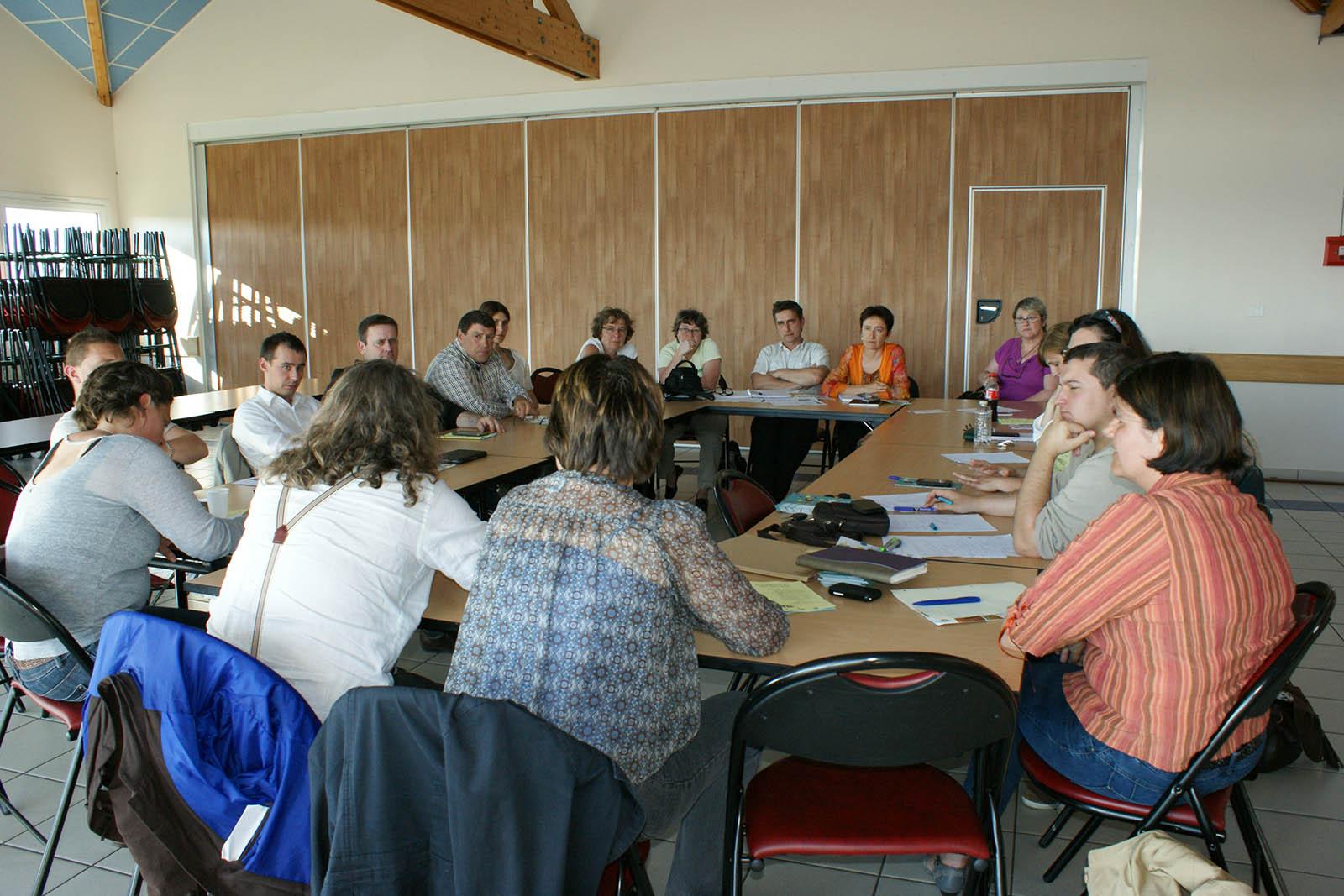 Rencontre du 19 juin autour du centre socio-culturel des agents municipaux et des professionnels des structures conventionnées par la Ville
