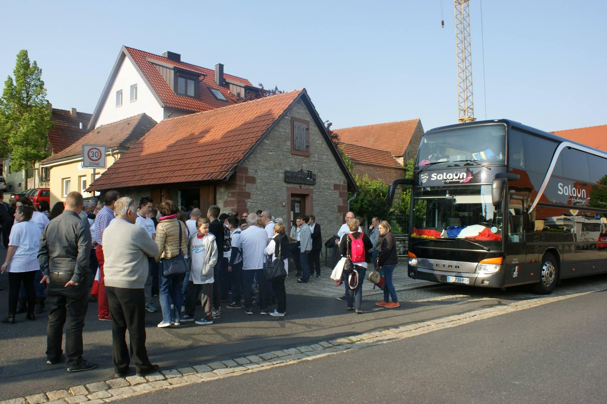 Arrivée du bus ce matin à 9h à Waldbüttelbrunn et retrouvailles avec nos correspondants allemands